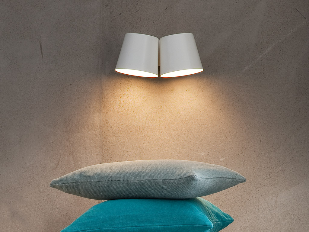 Lampada da parete halley arredamento camera da letto chaarme - Lampade da parete design ...