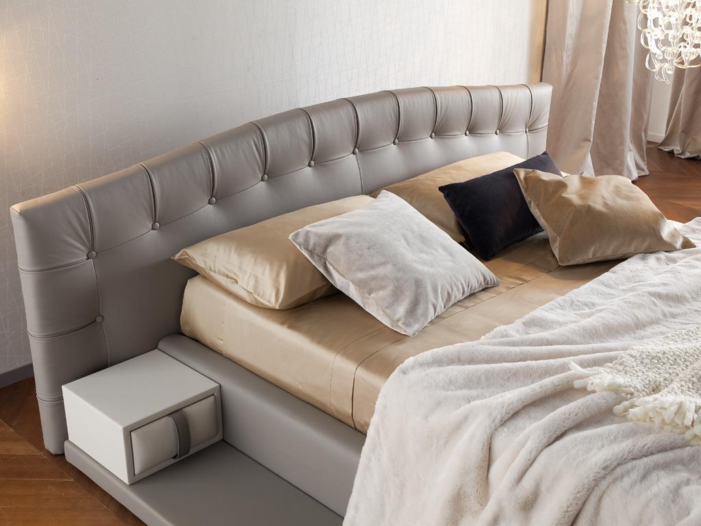 Prestigioso letto in pelle fiore Hermas by Chaarme - Chaarme
